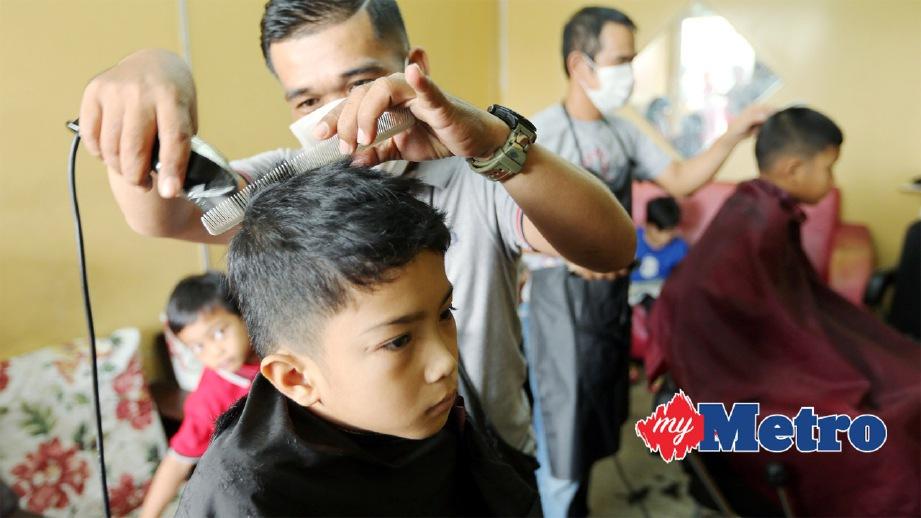 100 budak gunting rambut percuma