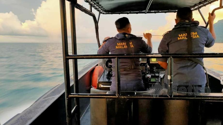 ANGGOTA APMM melakukan operasi mencari dan menyelamat. FOTO Ihsan Maritim Malaysia