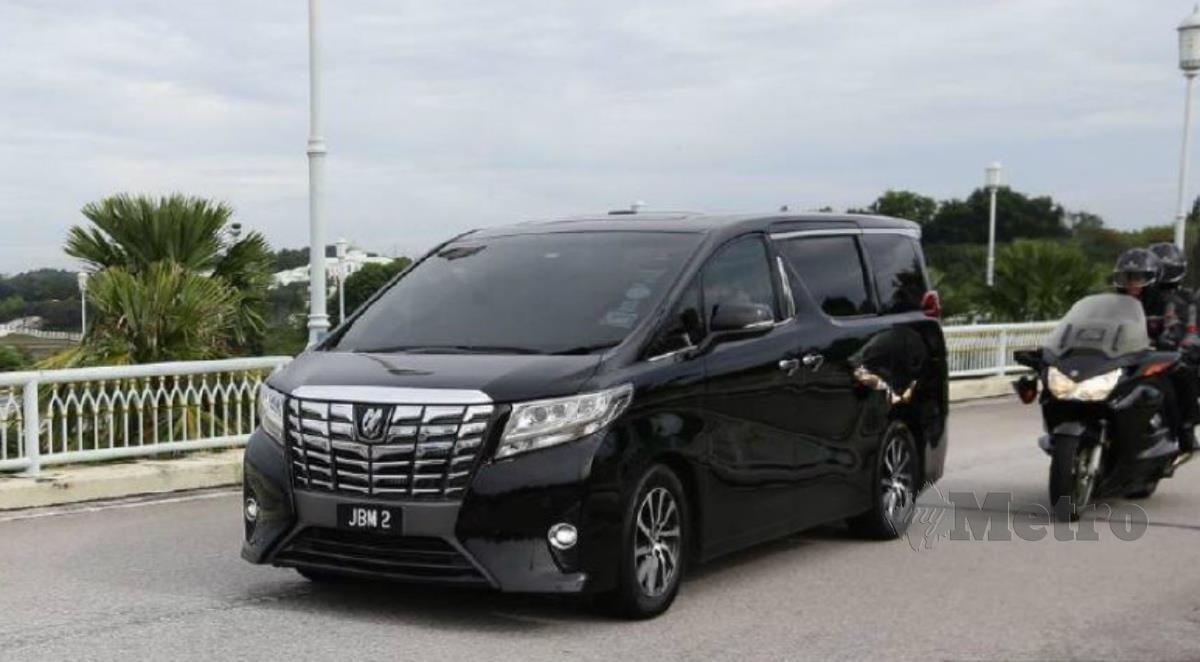 KENDERAAN dipercayai membawa Perdana Menteri, Tan Sri Muhyiddin Yassin tiba di Bangunan Perdana Putra pada 9.20 pagi ini. FOTO Mohd Fadli Hamzah