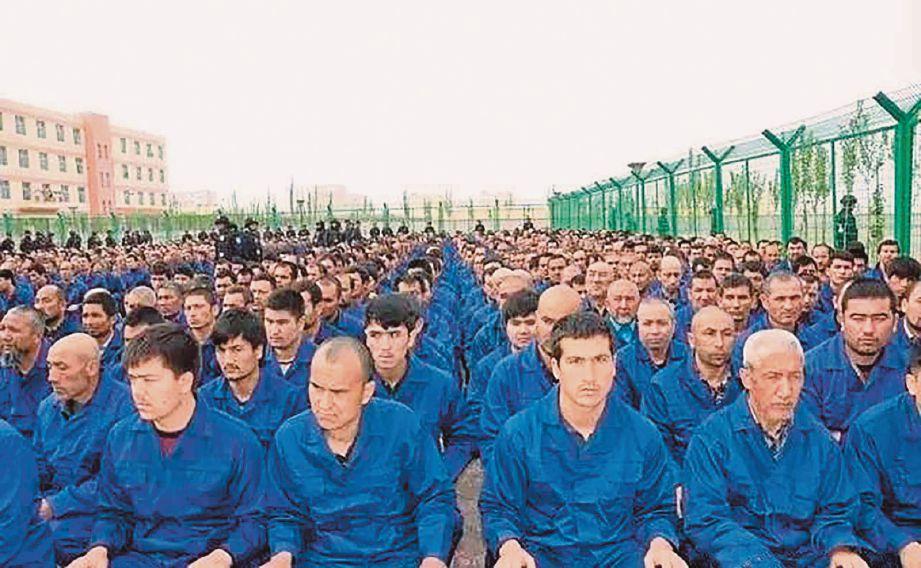 KIRA-kira sejuta etnik Uighur ditahan di kem tahanan yang didakwa Beijing sebagai pusat latihan vokasional. FOTO Agensi