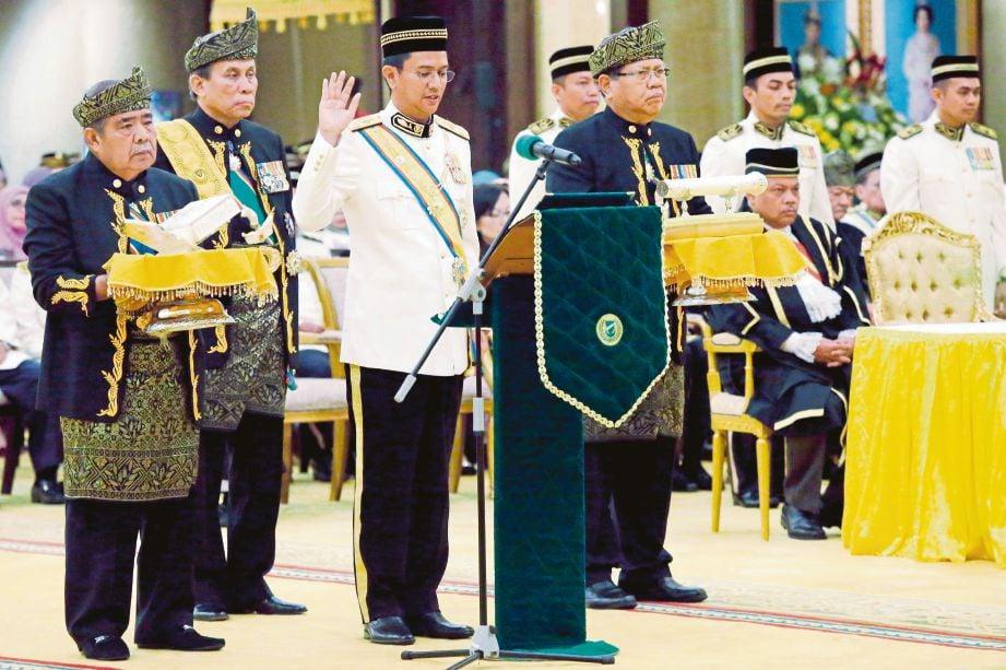 TENGKU Sarafudin Badlishah mengangkat sumpah sebagai Raja Muda Kedah ke -20, semalam.