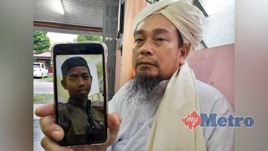 ZAIDI menunjukkan gambar Mohamad Bazli yang lemas. FOTO Mohamad Zulhairie Manzaidi