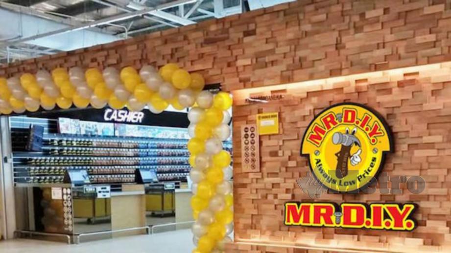 PELANGGAN yang membuat pembelian minimum RM30 dalam satu transaksi layak menerima pelbagai hadiah percuma.