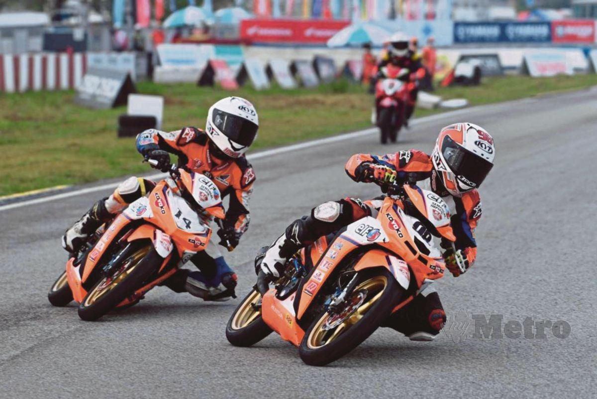Haziq bersama abangnya Firdaus dalam perlumbaan.