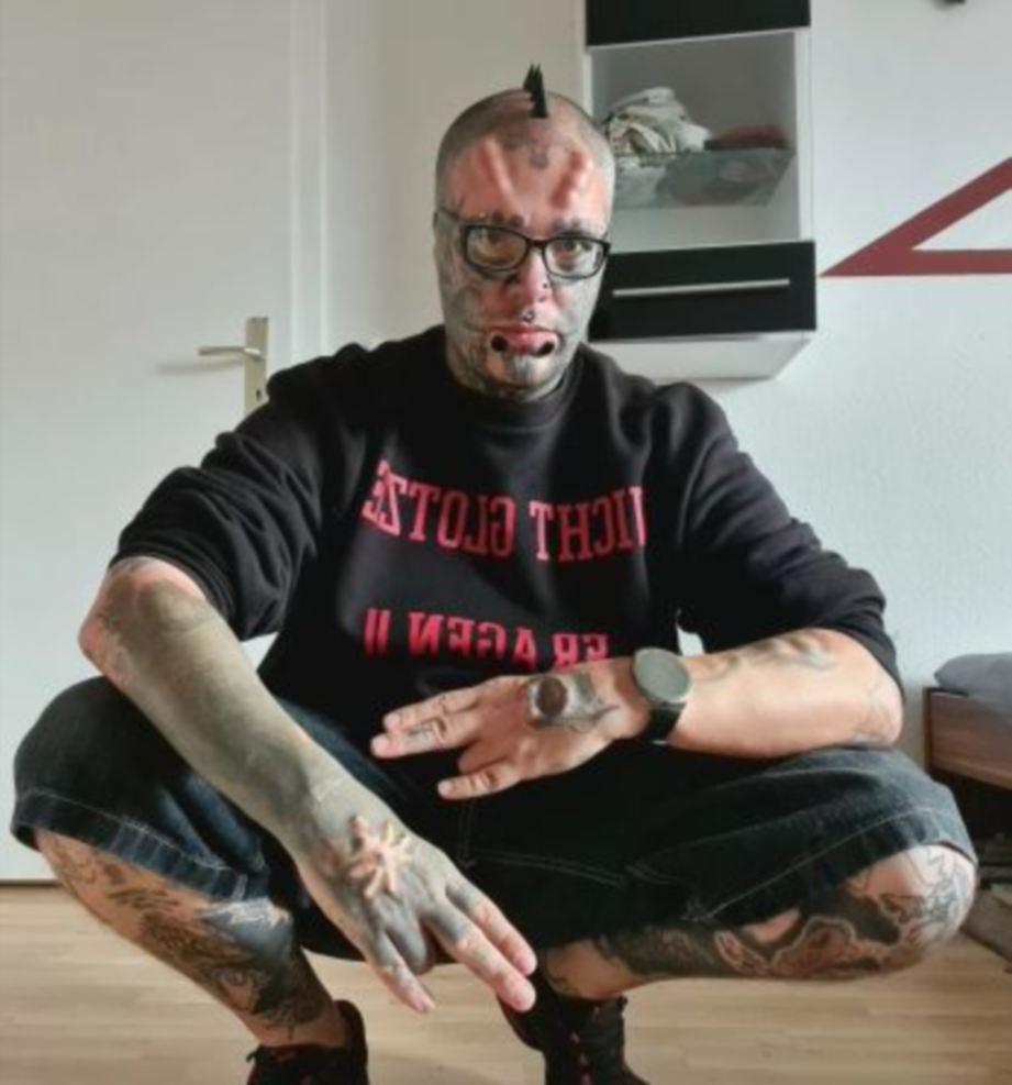SANDRO obses terhadap tatu dan tindik pada anggota badannya. FOTO Agensi