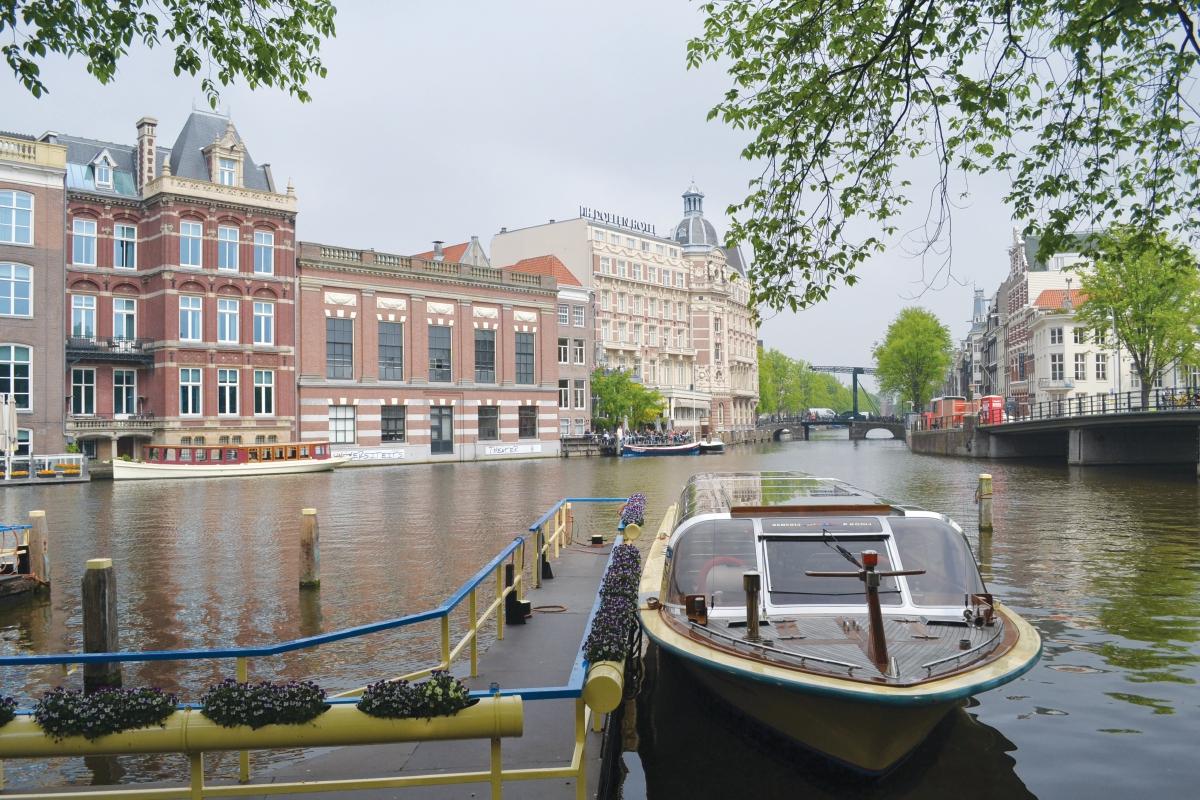 ANTARA terusan yang boleh ditemui di Amsterdam.