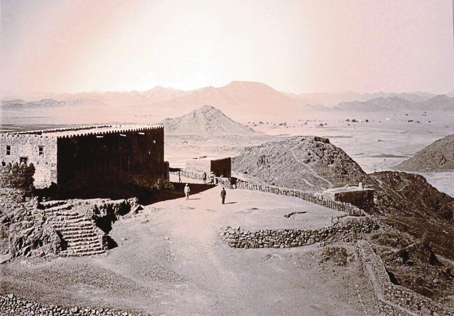 MUSAILAMAH mula mengisytiharkan diri sebagai nabi ketika Rasulullah berada di Madinah.