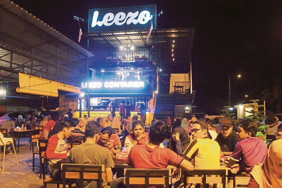Leezo Container Melaka yang diusahakan Mohd Nadzuan (gambar kecil) di Seksyen 5, Bandar Bukit Baru.