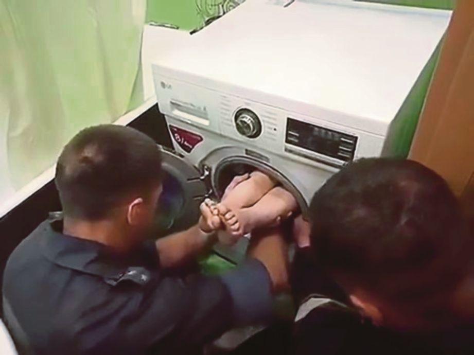 bBudak lelaki tujuh tahun terperangkap dalam mesin basuh ketika bermain sorok-sorok dengan adiknya