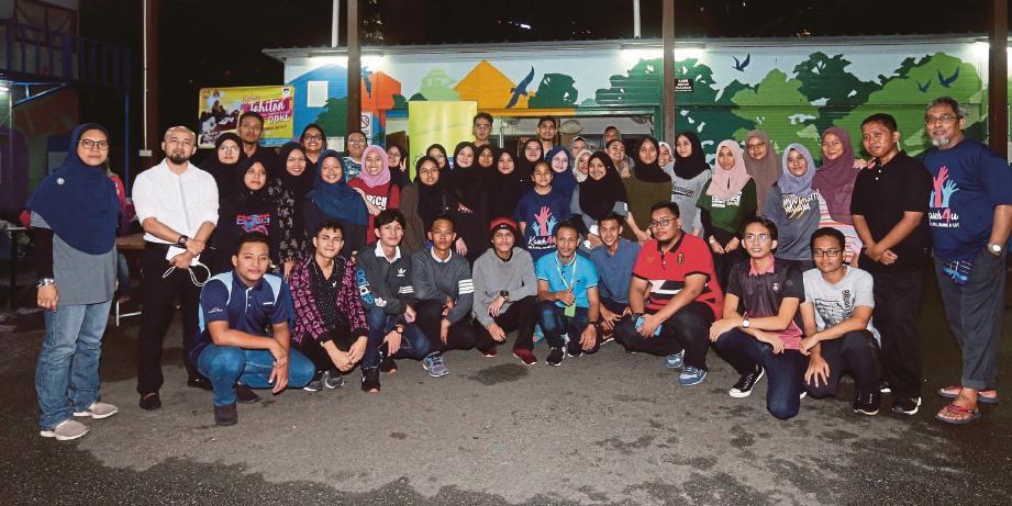 SEMUA peserta PLKBAS siri ketujuh bersama sukarelawan.