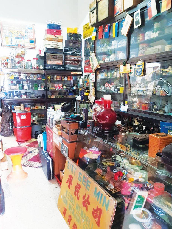 HOBI simpan duit syiling lama dorong Syukaihar serius kumpul pelbagai jenis barangan lama.  FOTO Ihsan Syukaihar Mohd Sa'adi