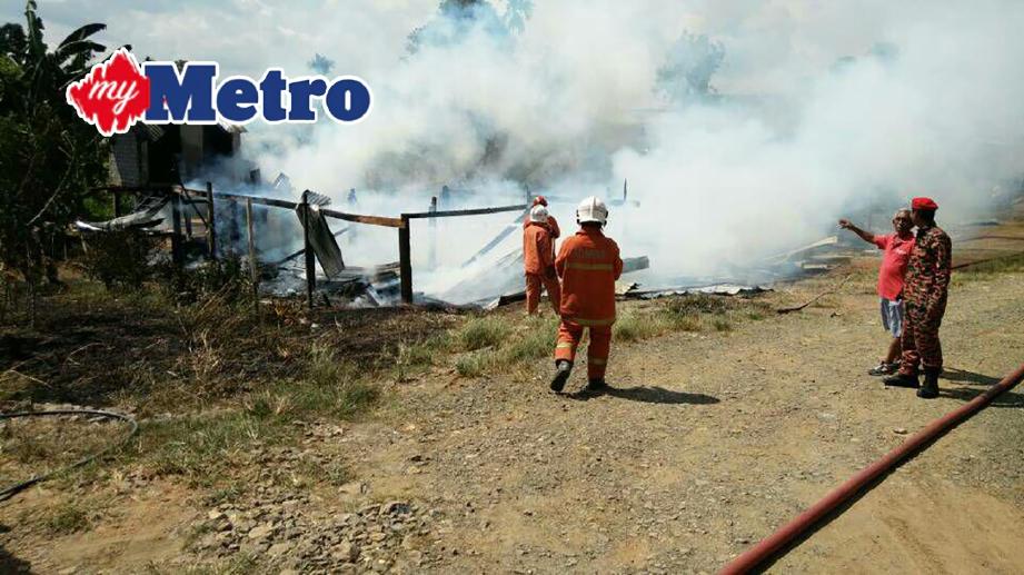 RUMAH yang musnah dalam kebakaran di Kampung Serudung Tawau. FOTO ihsan bomba