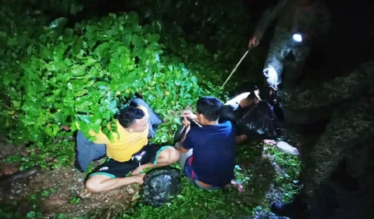 ANTARA Pati yang ditemui menyorok dalam semak di kawasan Kuari Baru, Pantai Kampung Tanjung Che Lahom. FOTO Ihsan 3 Divisyen.