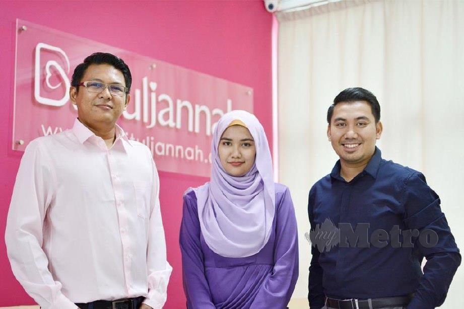 DR Wan Hasifi  (kanan) bersama kakaknya, Wan Nuradila Huda dan rakan mereka Muhammad Azrain Kamaruddin bertanggungjawab membangunkan aplikasi mencari jodoh muslim Baituljannah.com.