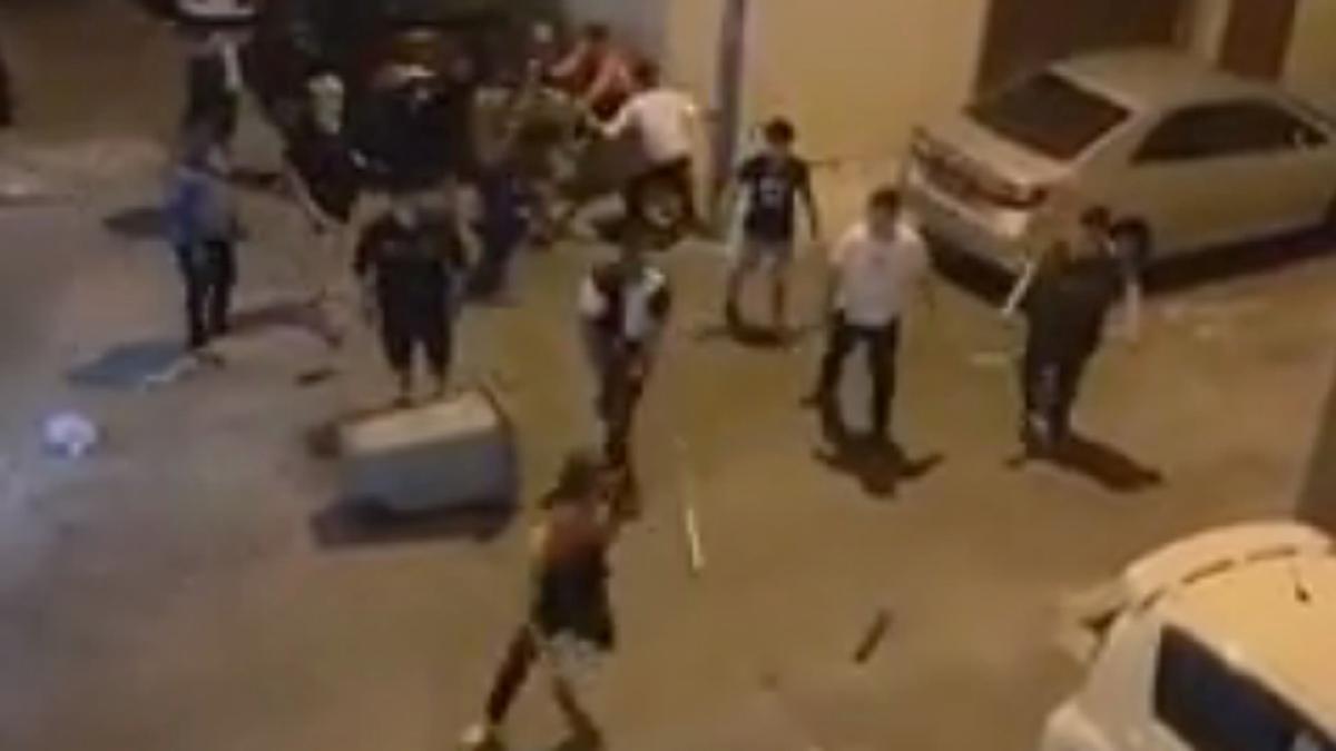 PETIKAN video tular berkaitan sekumpulan lelaki memukul individu di Seremban 2.