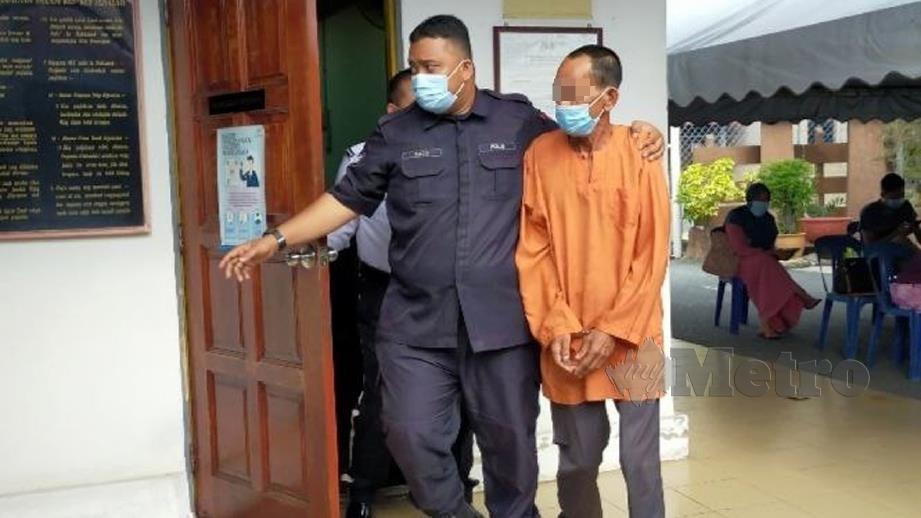 PENOREH getah (kanan) mengaku tidak bersalah di Mahkamah Sesyen Kangar. FOTO Dziyaul Afnan Abdul Rahman