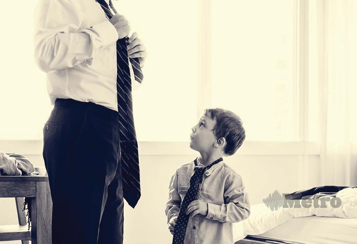 JADIKAN diri sebagai contoh buat anak-anak.