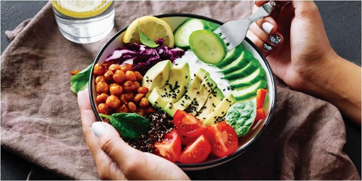 AMBIL makanan lengkap nutrisi.