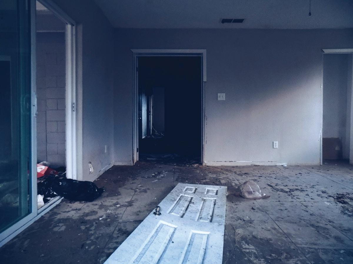 PEMILIK rumah sewa berdepan risiko rumah rosak. - FOTO Google
