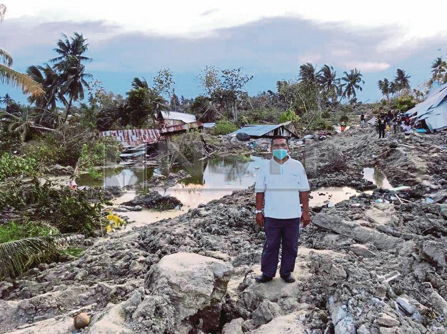 ZULKIFLI  melihat sendiri kemusnahan terjadi di kawasan kampung Petobo.