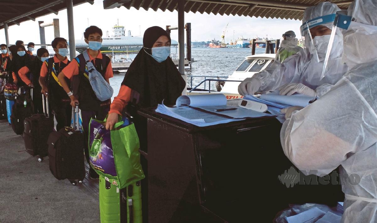 Gambar hiasan, pemeriksaan di Terminal Feri Antarabangsa Labuan. FOTO Arkib NSTP.