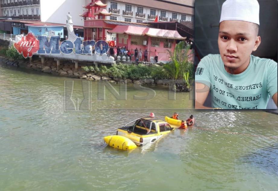 Anggota Jabatan Bomba dan Penyelamat menarik sebuah kenderaan pacuan empat roda yang terjunam ke dalam sungai di Pulau Warisan ke Jeti Polis Marin. FOTO Ghazali Kori dan Zaid Salim.