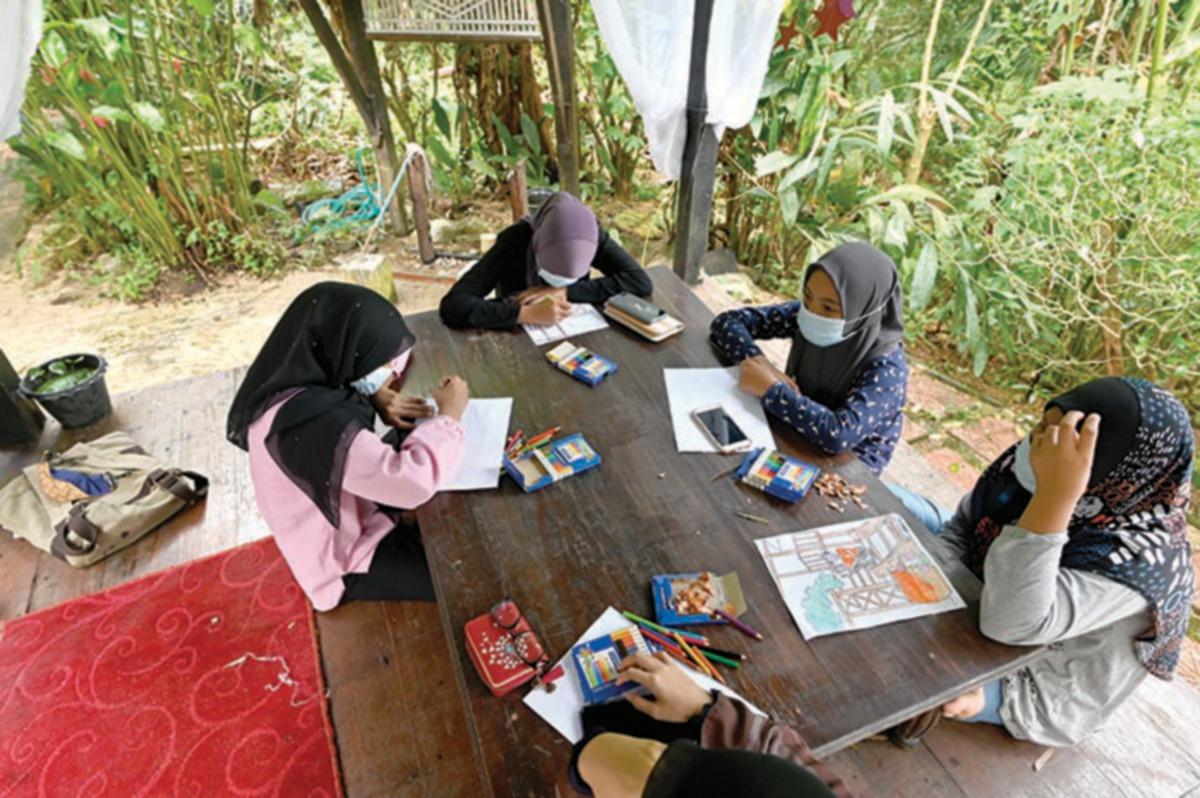 SESI pendedahan seni bersama anak yatim.