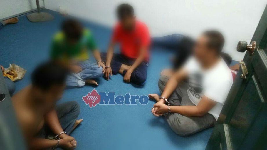 ANTARA individu yang ditahan AADK Padang Terap kerana disyaki terbabit dengan penagihan dadah dalam operasi di sekitar Padang Terap sejak semalam. FOTO NSTP/IHSAN AADK