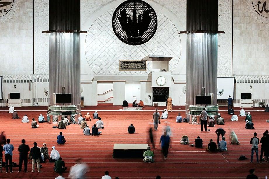 UMAT Islam perlu mempunyai keyakinan penuh kepada Allah SWT. FOTO hiasan