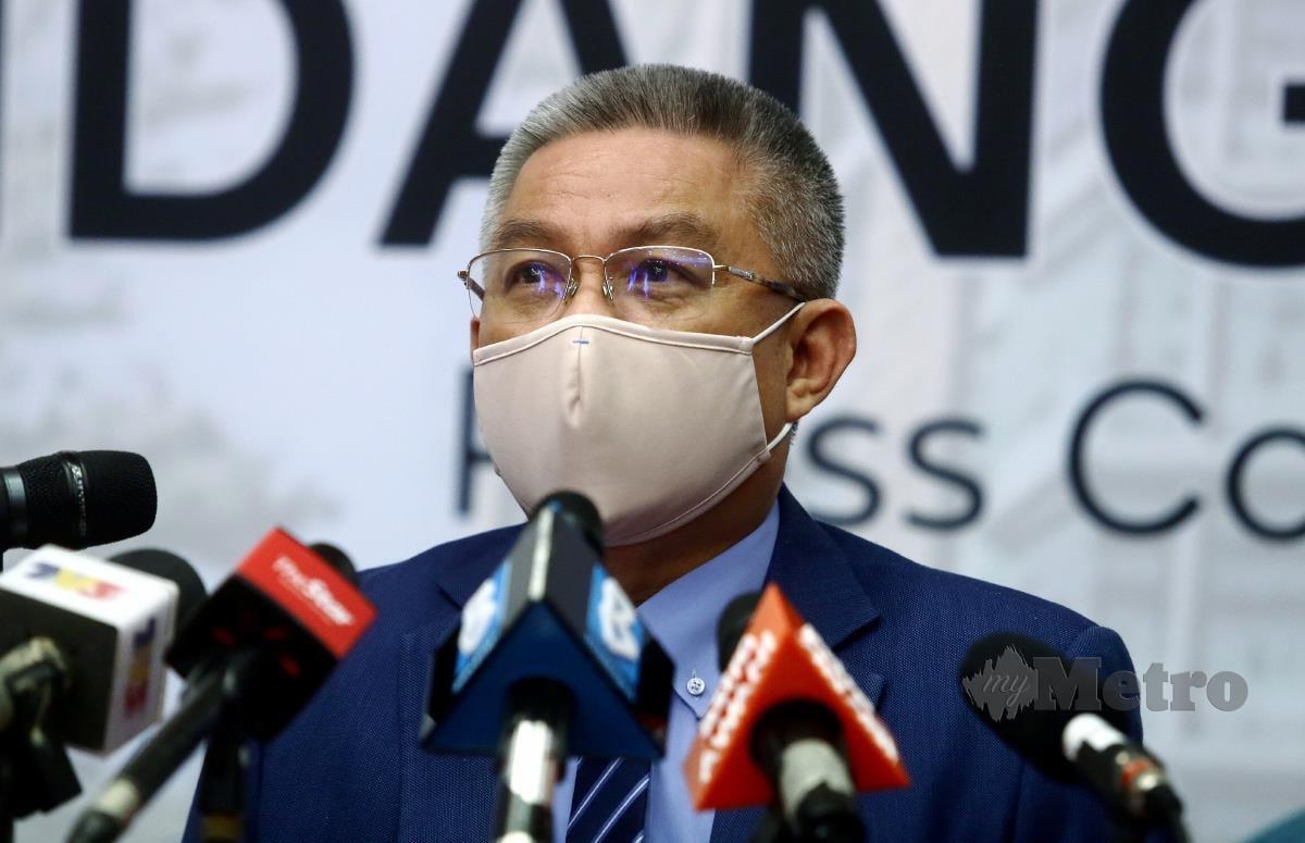 PUTRAJAYA 11 MEI 2021. Menteri Kesihatan, Datuk Seri Dr Adham Baba ketika sidang media selepas majlis Penyerahan Vaksin Sinovac daripada Pharmaniaga di Putrajaya. NSTP/MOHD FADLI HAMZAH