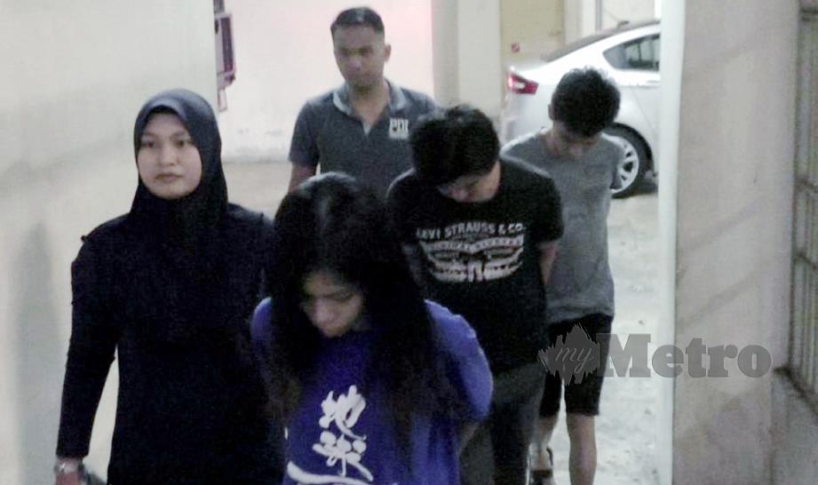 (DARI kanan) Kevin, Tan dan Caroline dihukum penjara lapan bulan di Mahkamah Majistret Petaling Jaya, hari ini selepas mengaku bersalah mengugut dan menyimbah cat merah pada rumah seorang peniaga, Mac lalu.