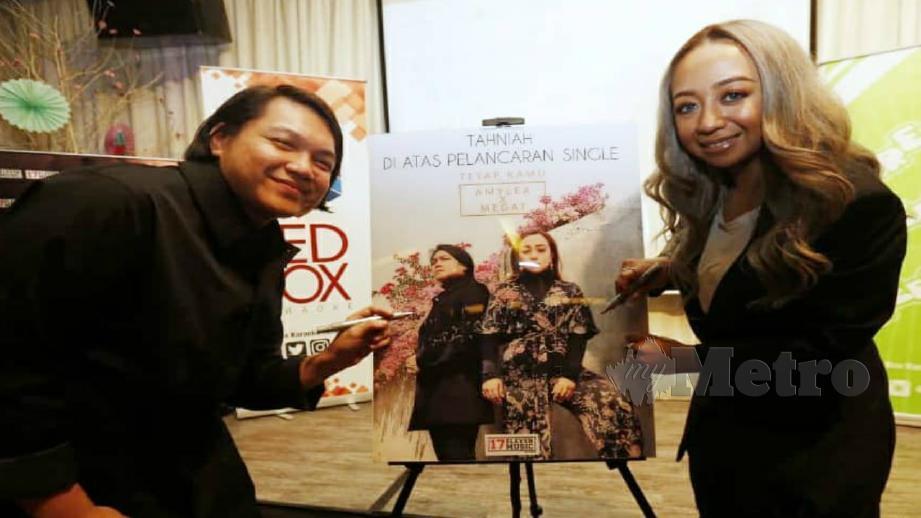 AMYLEA berkolaborasi dengan Megat menyanyikan lagu Tetap Kamu. FOTO Supian Ahmad