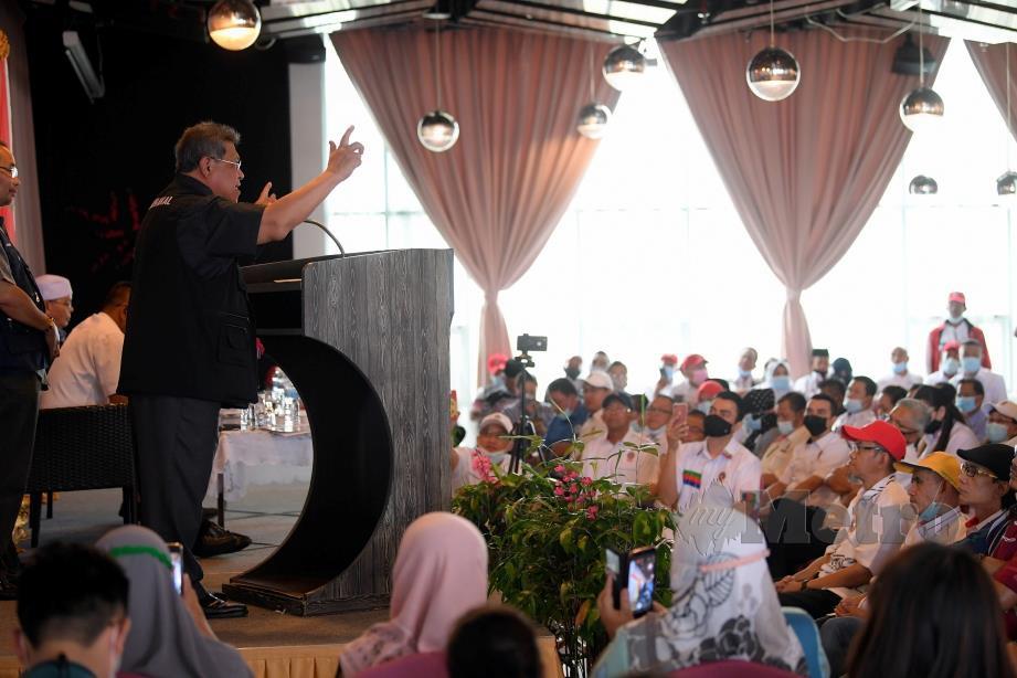 Pandikar Amin Mulia berucap sebelum melancarkan manifesto USNO  dalam satu majlis di sini hari ini. FOTO BERNAMA