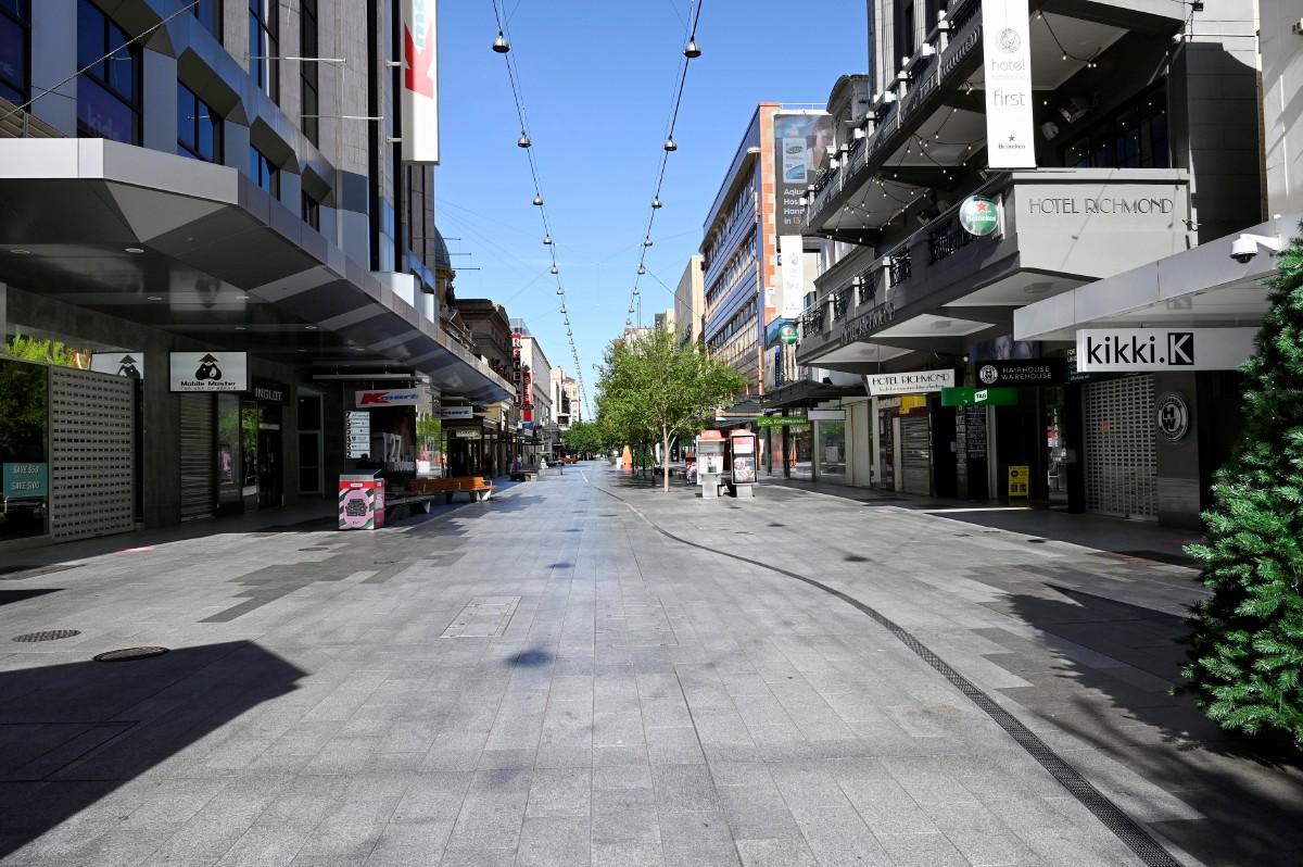 JALAN di Adelaide, selepas perintah berkurung di Australia Selatan dikuatkuasakan pada Rabu lalu. FOTO EPA
