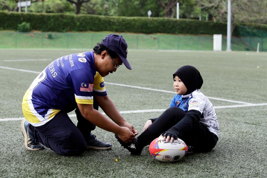 BAPA sering memberi dorongan dan galakan. FOTO Fadli Hamzah & Khairul Syahmi Kasmo