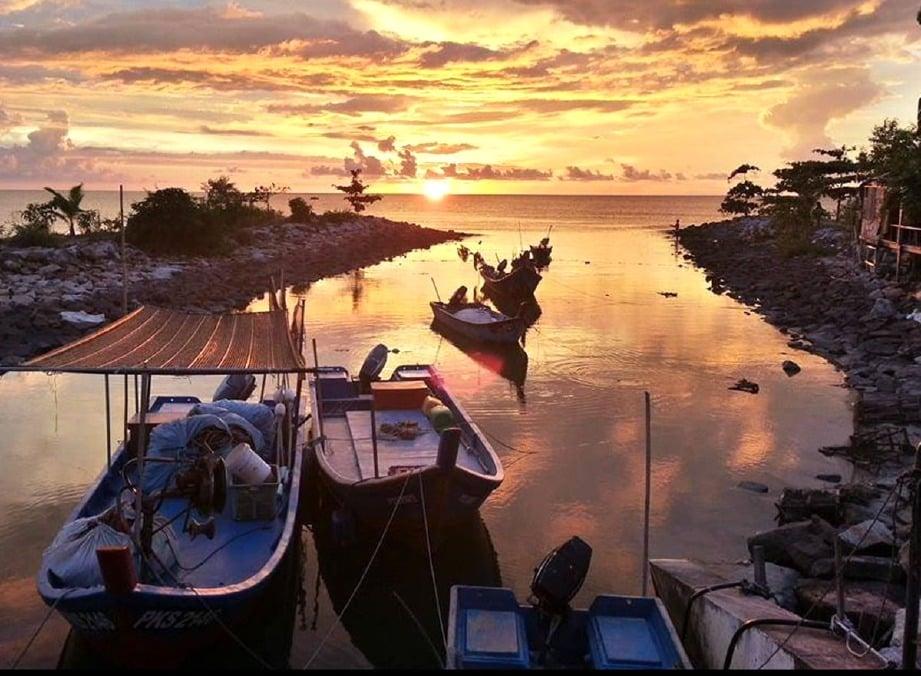 TARIKAN terbaharu di Tanjung Piandang dikatakan jelapang padi berkeluasan sekitar 400 hektar pada sekitar 1960-an.