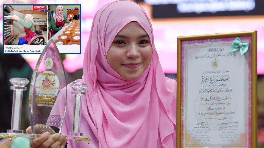 HAZIQAH Nurulhuda menerima Anugerah Tokoh Orang Kurang Upaya (Perempuan) pada majlis sambutan Maal Hijrah 1440 Hijrah/2018 peringkat negeri. FOTO Bernama