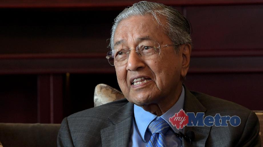 DR Mahathir menjawab pertanyaan media pada akhir lawatan rasmi lima harinya ke China. FOTO Bernama