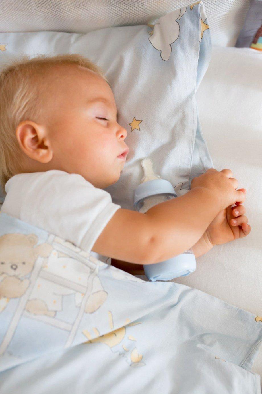 KETIKA kanak-kanak tidur proses penelanan terhenti dan akibatkan susu bertakung di permukaan gigi. FOTO: Sumber Google