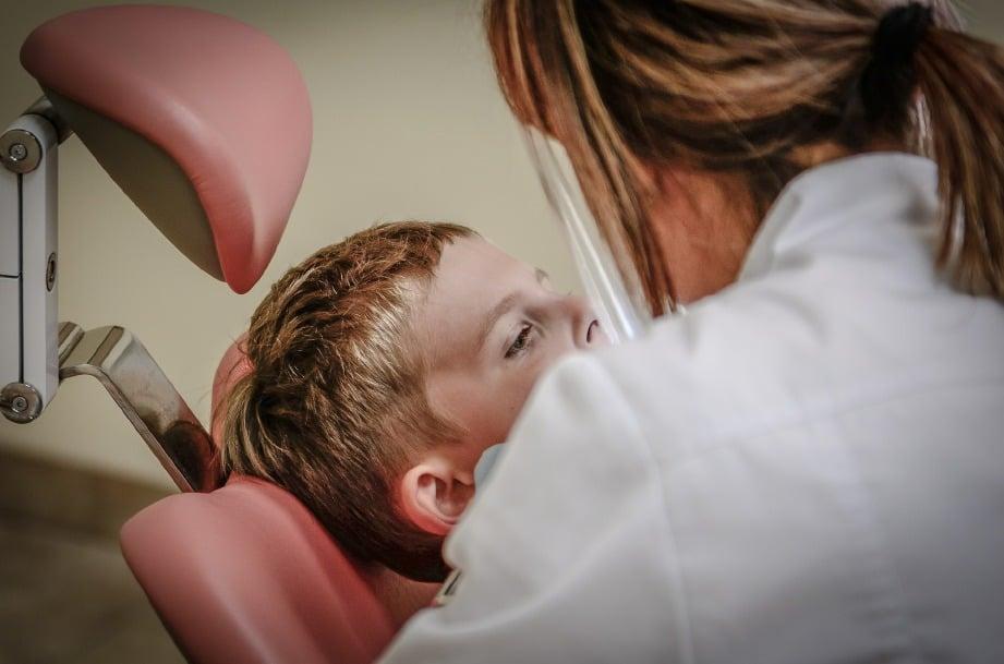 DAPATKAN pemeriksaan doktor untuk elakkan kerosakan gigi lebih serius. FOTO: Sumber Google