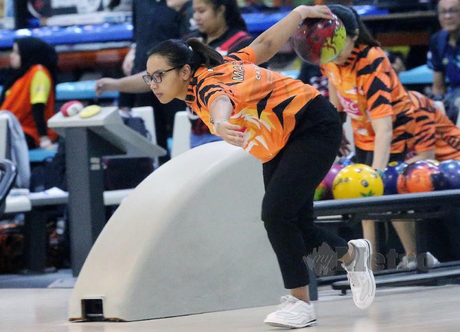 Nur Syazwani Sahar menduduki tempat pertama Terbuka Wanita akhir pada Kejohanan Boling Terbuka Antarabangsa Malaysia. FOTO Owee Ah Chun.