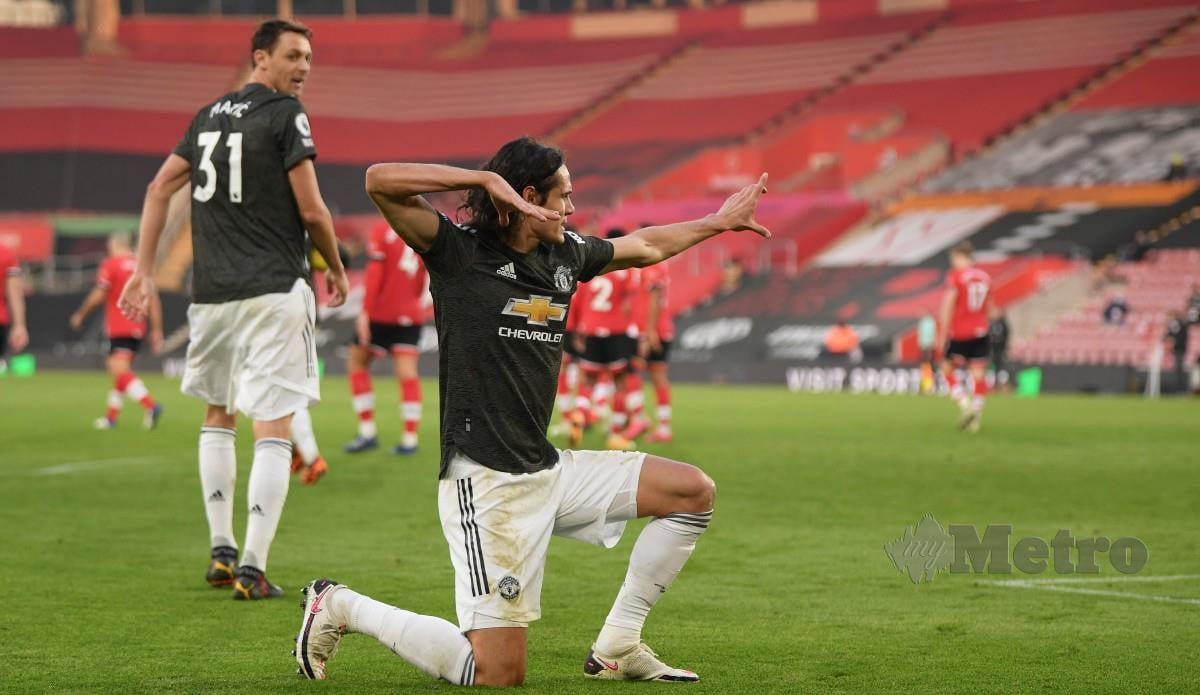CAVANI meraikan jaringan selepas meledak gol penyamaan buat United. FOTO AFP