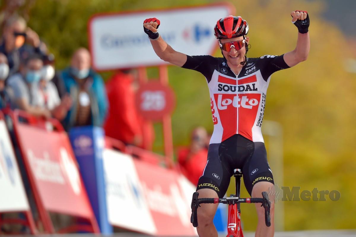 Pelumba Pasukan Lotto dari Belgium, Tim Wellens meraikan kejayaan melintasi garisan penamat peringkat lima Vuelta. FOTO AFP