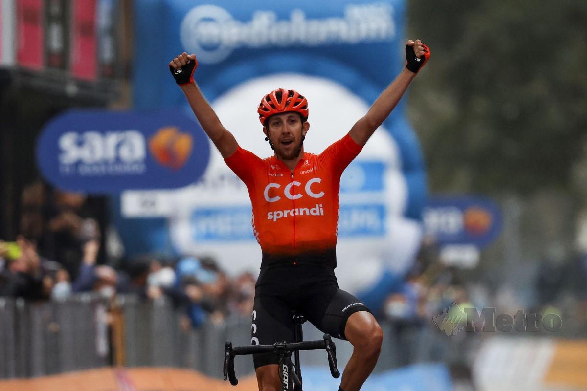 CERNY meraikan kemenangan peringkat ke-19 Giro d'Italia. FOTO AFP