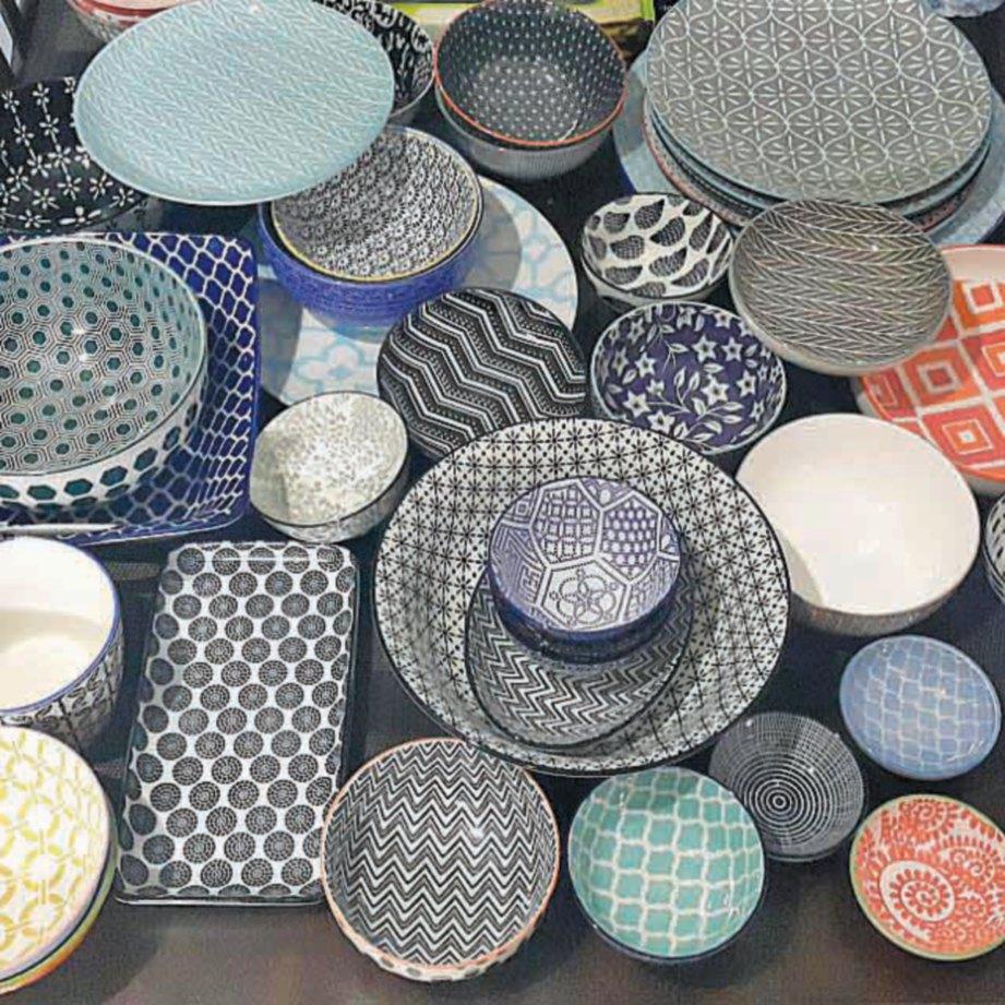 CONTOH plumbum yang digunakan dalam pembuatan pinggan mangkuk seramik tetapi bahan plumbum ini luntur dalam makanan sangat sedikit.
