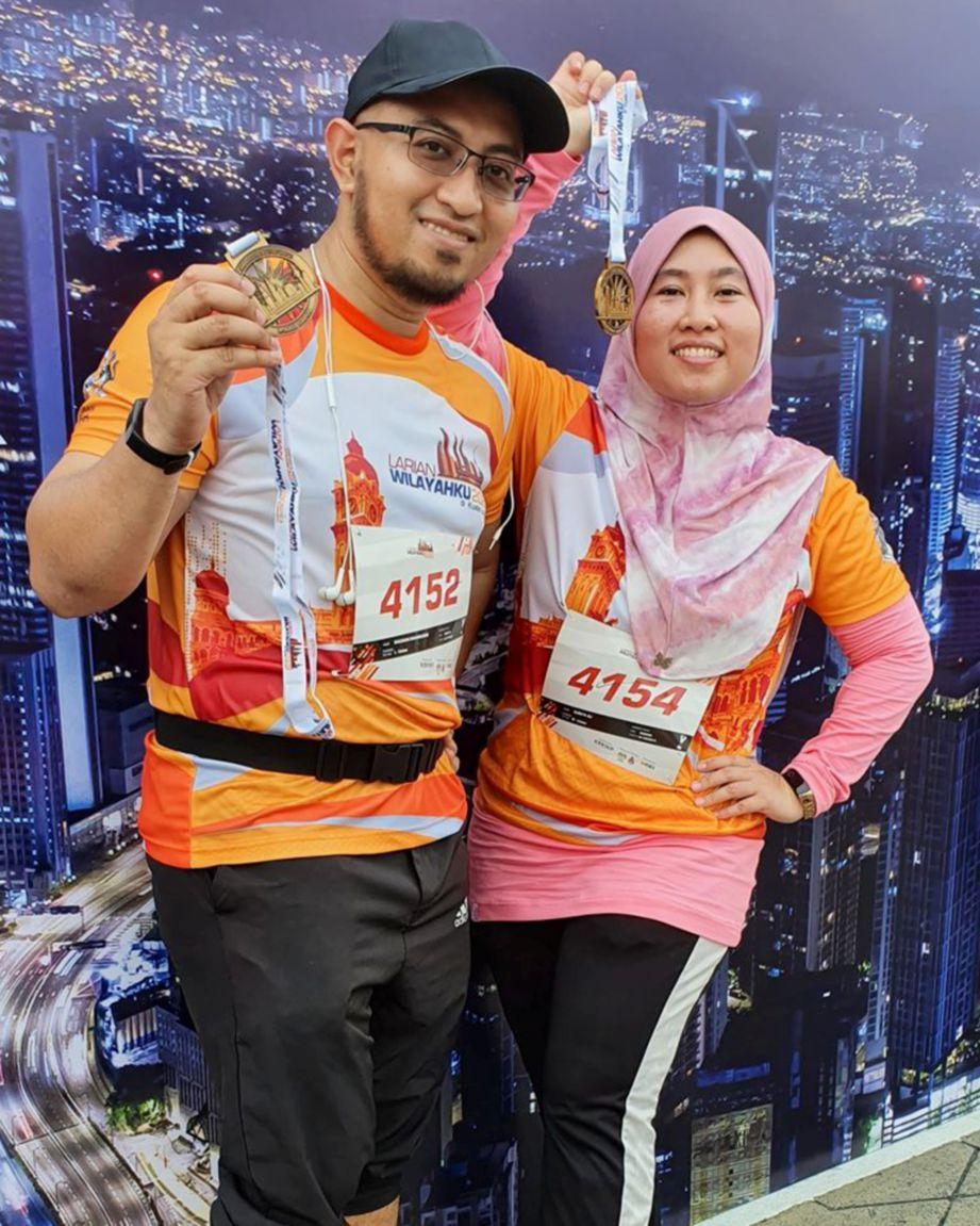 MEMINATI aktiviti larian bersama suami. FOTO Suraya Ali