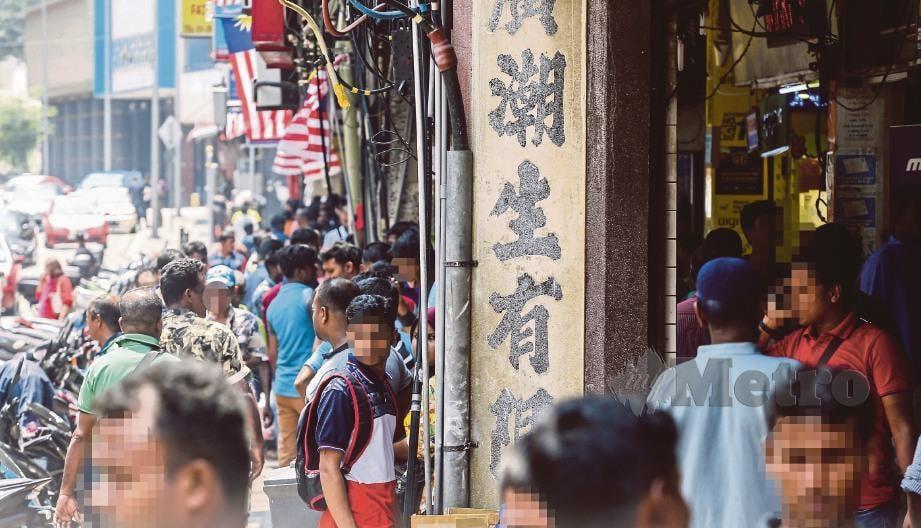 LAMBAKAN pendatang asing memenuhi ibu kota. FOTO fail