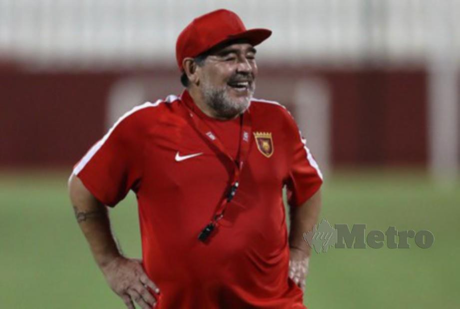 Diego Maradona ambil keputusan kekal di Gimnasia. FOTO Agensi