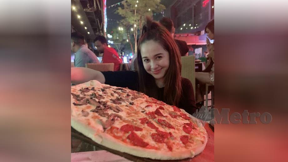 EMMA mengakui berada di kelab malam semata-mata mahu menikmati pizza. FOTO Instagram Emma Maembong