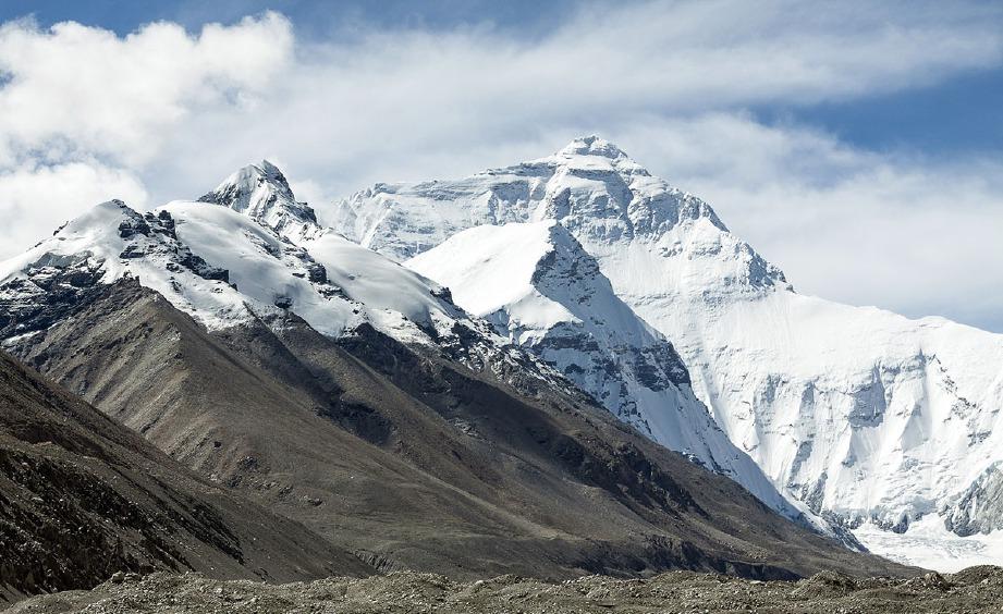 INISIATIF pembersihan yang diterajui kerajaan di Everest itu berjaya mengumpulkan lebih 10 tan sampah. FOTO Pixabay